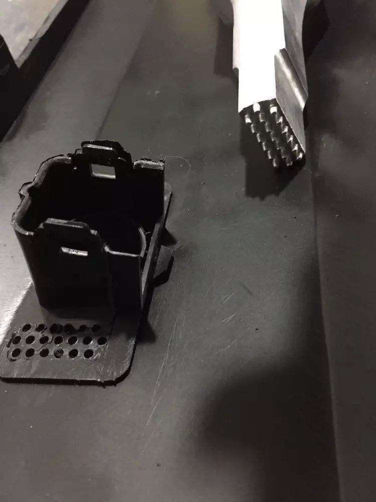汽车保险杠雷达支架超声波穿刺焊接
