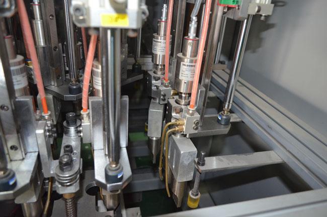 汽车后音箱盖板多头超声波焊接工装