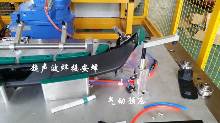 机器人汽车尾翼扰流板气动预压装置