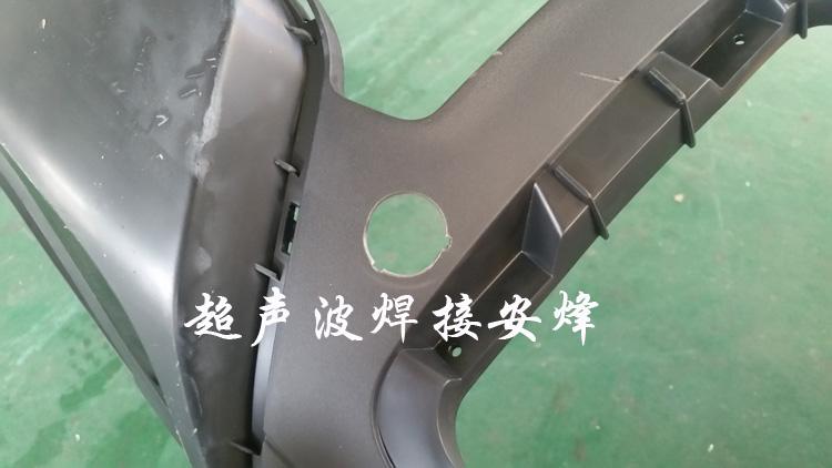 汽车保险杠气液增压缸冲孔