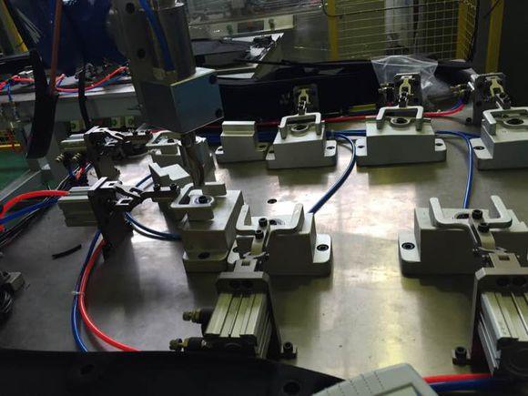 汽车底护板机器人超声波焊接