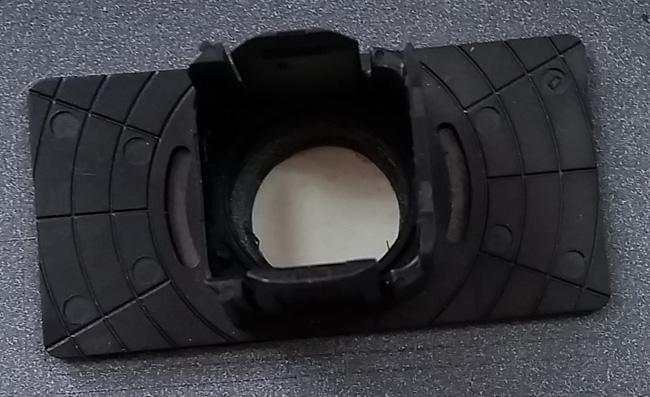 汽车雷达支架胶粘压合