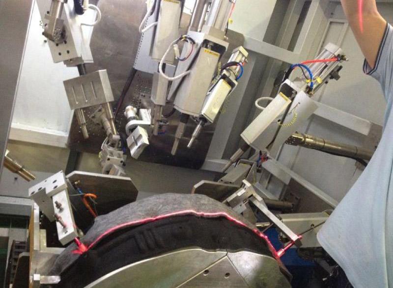 汽车轮毂吸音棉包边多头超声波焊接机