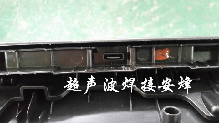汽车门板上装超声波铆点焊接