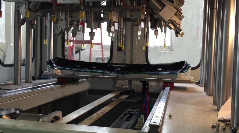 汽车扰流板多头超声波穿刺自动化焊接机