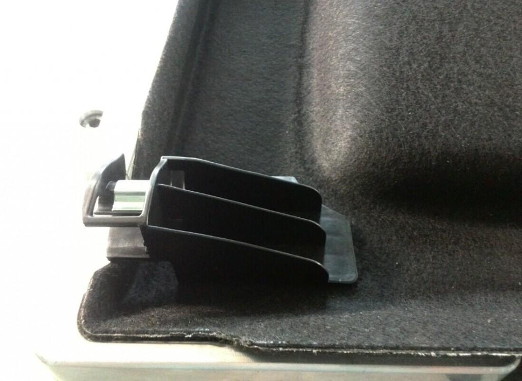 汽车后备箱隔板转轴塑料挂扣热板焊接