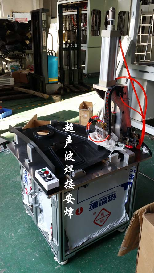 汽车前舱侧盖板横条片筋热熔热铆焊接机