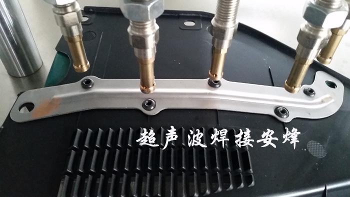 汽车雨刮集水板热熔铆点焊接工装