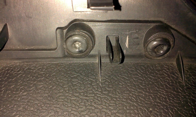 汽车杂物箱热熔铆点焊接