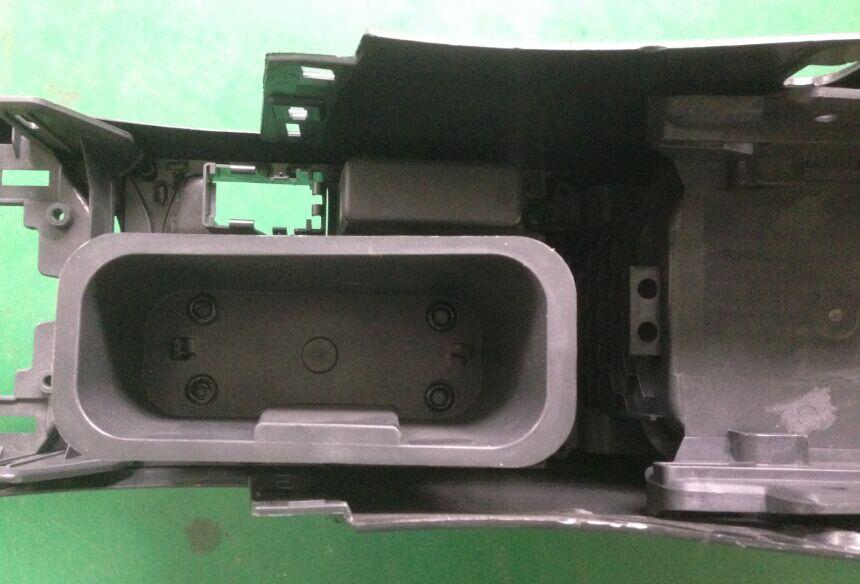 汽车中央通道塑料杯架热熔铆点焊接