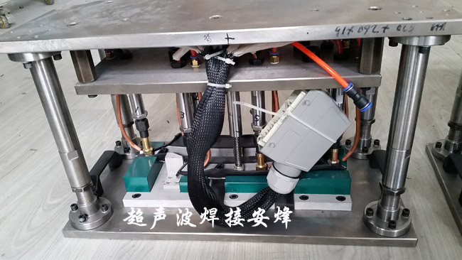 汽车镀铬装饰亮条热铆焊接工装