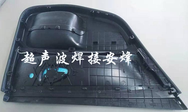 汽车门板超声波铆点焊接