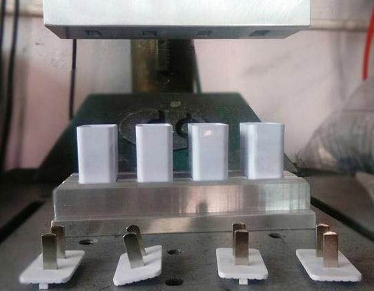 电源充电插头超声波焊接