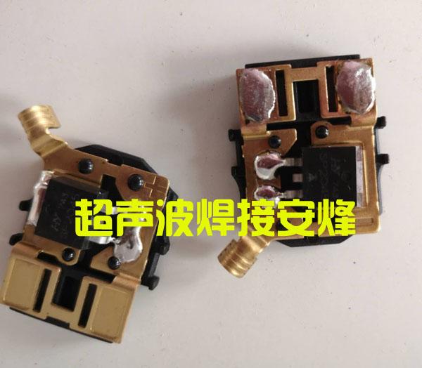 光伏组件铜片与塑料实心柱一出二热熔铆点焊接机