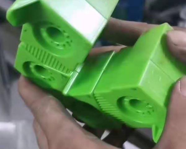 机器人玩具腿部外壳超声波焊接